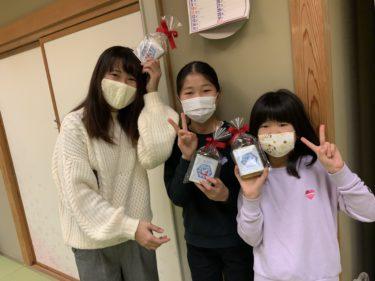 子ども食堂よしいだキッチンにイトーヨーカドー100周年記念  サクマドロップス「オリジナルハト缶」が!!